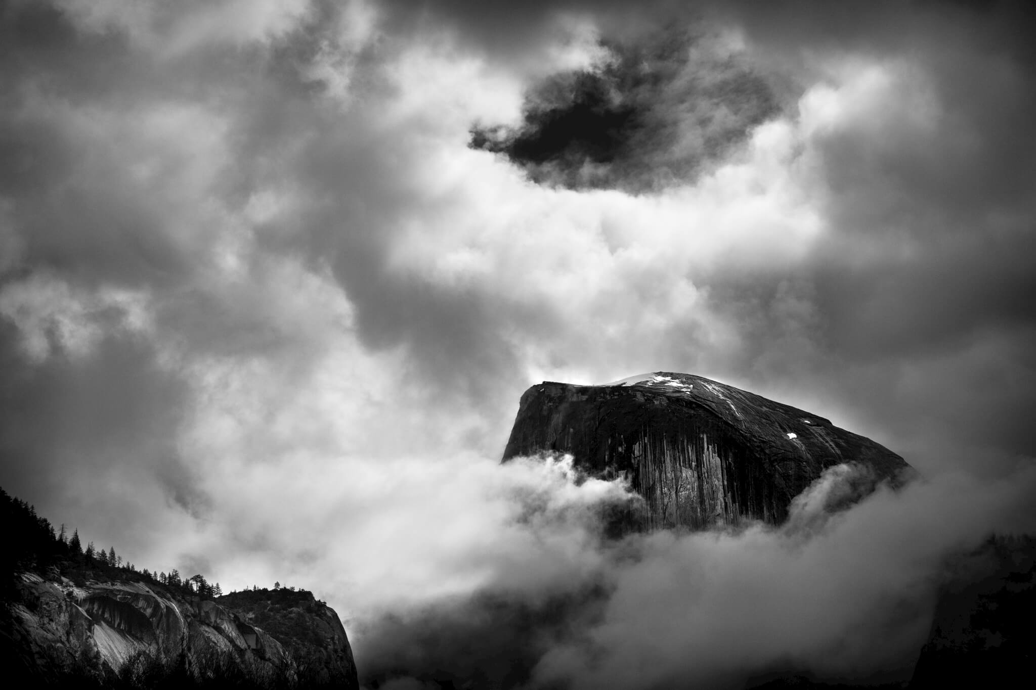 Yosemite-Half-Dome-in-the-Clouds-9387